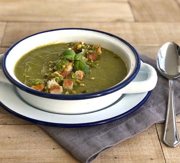 Poured-vegetables-soup02